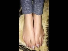 Maria moves her sexy (size 39) feet (part 2)