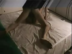 Coppia si esibisce in una gran scopata sul letto!