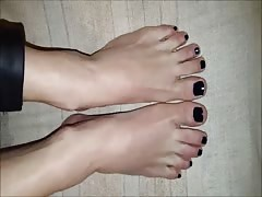 Nena moves her sexy (size 36-37) feet, part 3