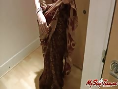 Indian sexy pornstar babe Jasmine is fucking with herself