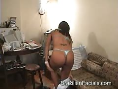 Brazilian cock-swallowing chick is getting a huge facial
